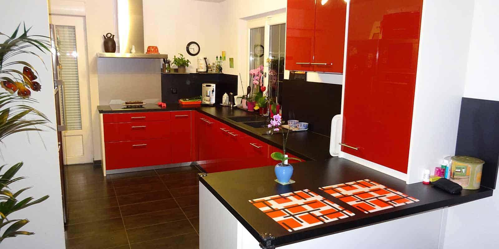 cuisine-laquee-rouge-saint-louis1