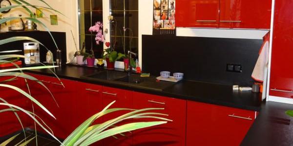 cuisine-laquee-rouge-saint-louis2