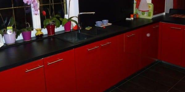 cuisine-laquee-rouge-saint-louis3